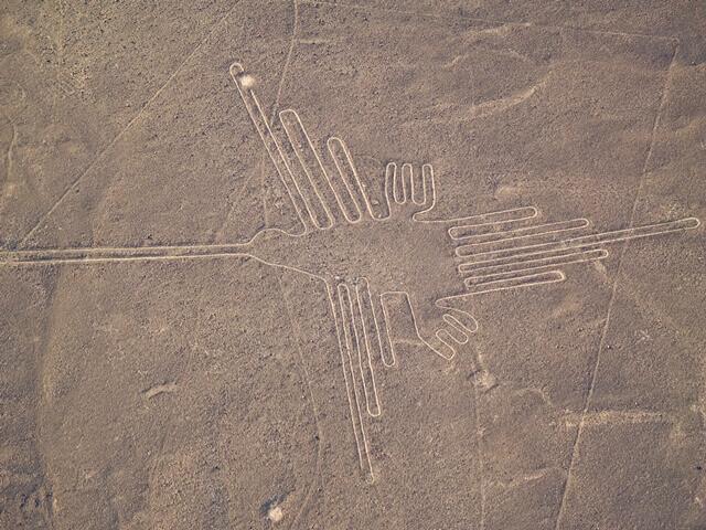 Linhas de Nazca no deserto peruano.